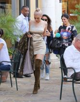 kylie-jenner-out-for-lunch-in-calabasas-10-07-2016_13
