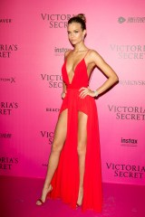 PARIS, FRANCE - NOVEMBER 30: Josephine Skriver attends '2016 Victoria's Secret Fashion Show' after show photocall at Le Grand Palais on November 30, 2016 in Paris, France. (Photo by Marc Piasecki/WireImage)