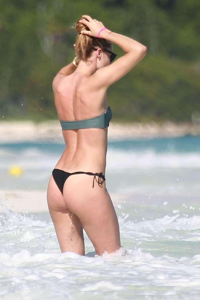 doutzen-kroes-in-bikini-2016-37