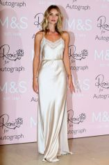 rosie-huntington-whiteley-at-launch-of-her-new-fragrance-in-london_9