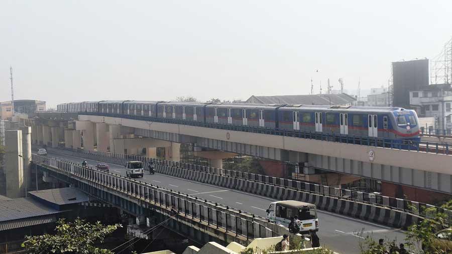 Metro to Dakshineshwar