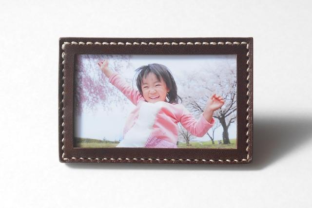 手縫いのフォトフレーム・カード立て Brown(名刺サイズ)