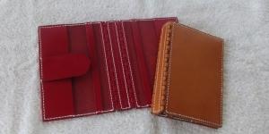 完成したオーダーメイドのブックカバー、赤と黄