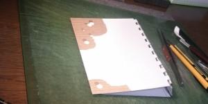 ブックカバーを紙で試作しています。