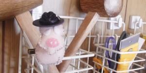 黒革の中折れ帽でキメるヒョウタンツギ。