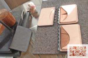 蝶番の際は曲げ貼りしてあるため、ゴム板を重ねて縫い穴を開けやすくします。