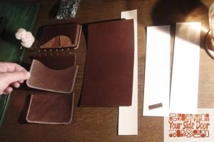 進む名刺入れ作りと裁断したペンケースのパーツ達です。