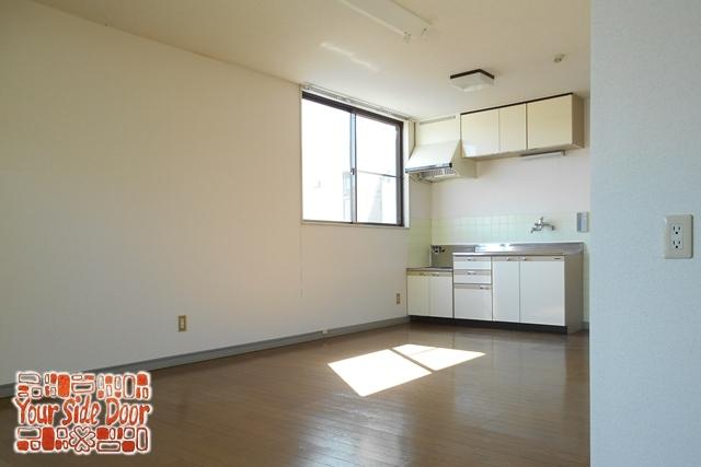 室内は20平米以上のがらんとした空間です
