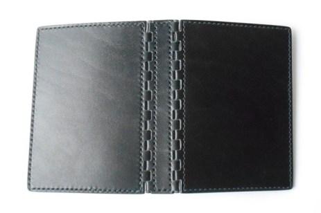 艶やかなアニリン仕上げの黒革を麻の黒糸で縫いました