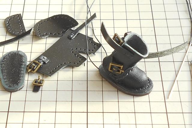 ミニチュアのエンジニアブーツを縫い上げてく~っ