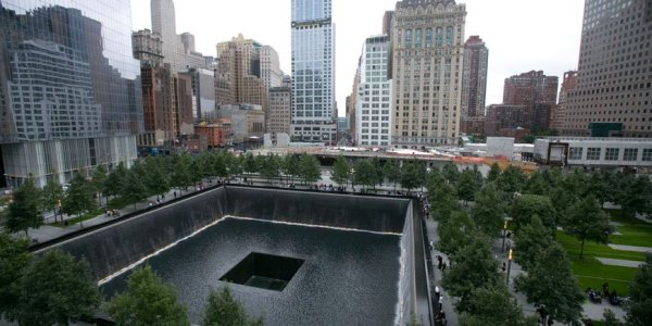 870x580xSeptember-Eleven-Memorial-Plaza-NY-08.jpg.pagespeed.ic.5yeLj6WSbM