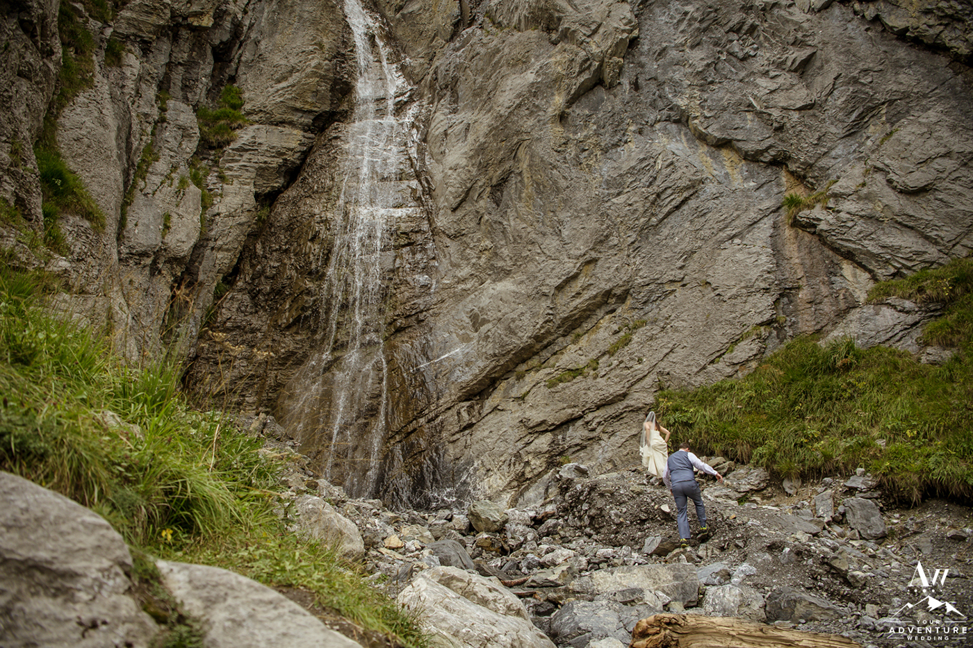 Oeschinensee Waterfall Wedding Photo Couple Climbing