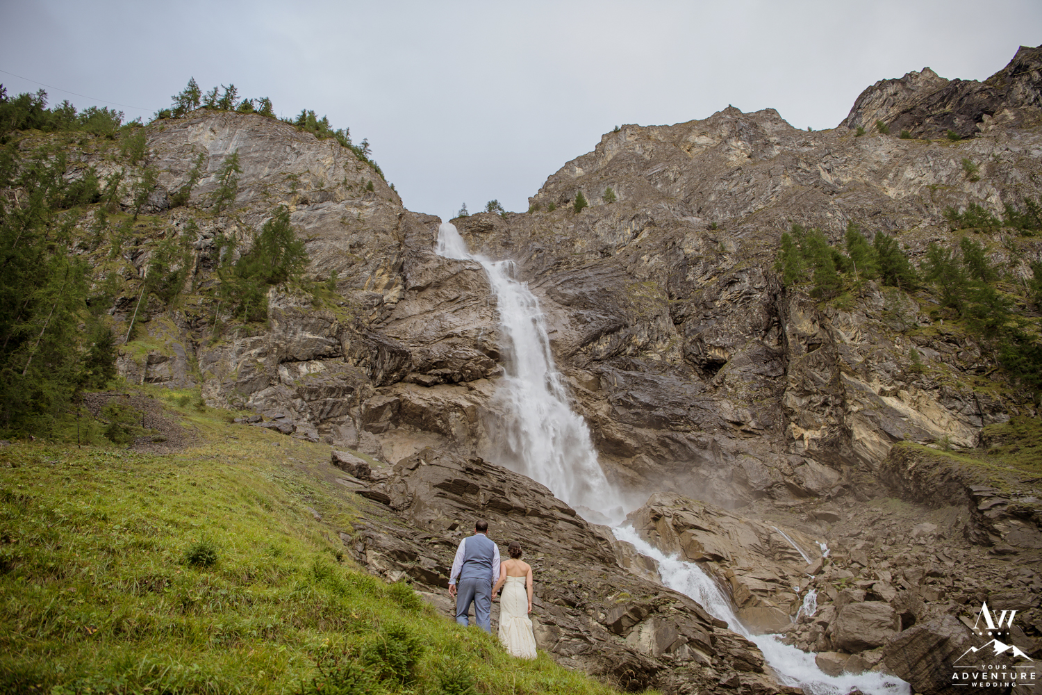 Switzerland Elopement Couple looking at Engstligenalp Waterfall