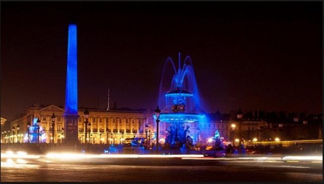 Yves Klein Hommage Illumination de l'Obélisque de la Place de la Concorde, Paris – 2006