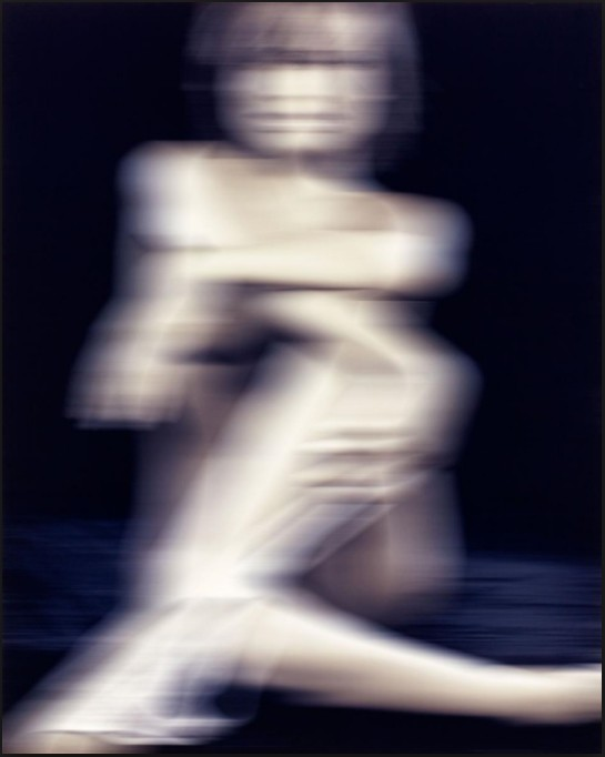 """Thomas Ruff: """"Nudes kn 30"""", 2000, Farbfotografie, verso signiert, datiert und nummeriert. lim. Auflage 100 Exemplare, Format: 52 x 41,9 cm / 60 x 49,8 cm"""