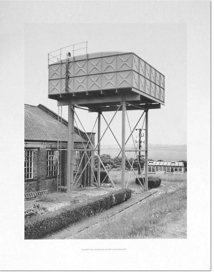 Bernd und Hilla Becher: 'Wasserturm Kirkhamgate, Leeds – England', 1976, Pigmentdruck auf Chomalux Fotokarton, vorderseitig bezeichnet, verso datiert und handsigniert von Bernd Becher. Bildformat: 40 x 30 cm, Blattformat: 52 x 40 cm
