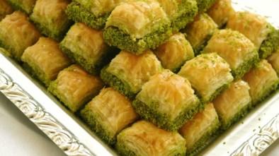 traditional-baklava-stuffed-with-pistachio
