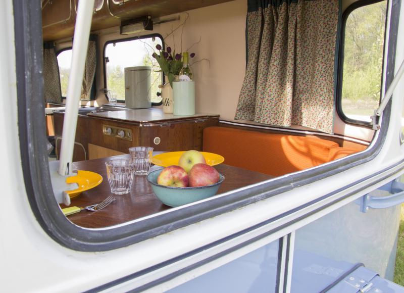 Retro caravan- Camping Het Goeie Leven- 255 euro voor vier nachten