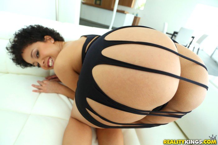 Mia Austin in Round and Brown
