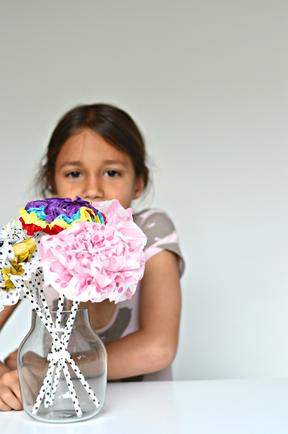 How to make tissue paper flowers with video diy home decor how to make tissue paper flowers mightylinksfo