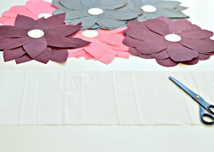 DIY crepe paper table runner