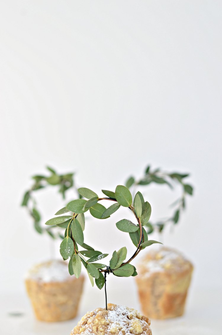 DIY mini minimal wreaths