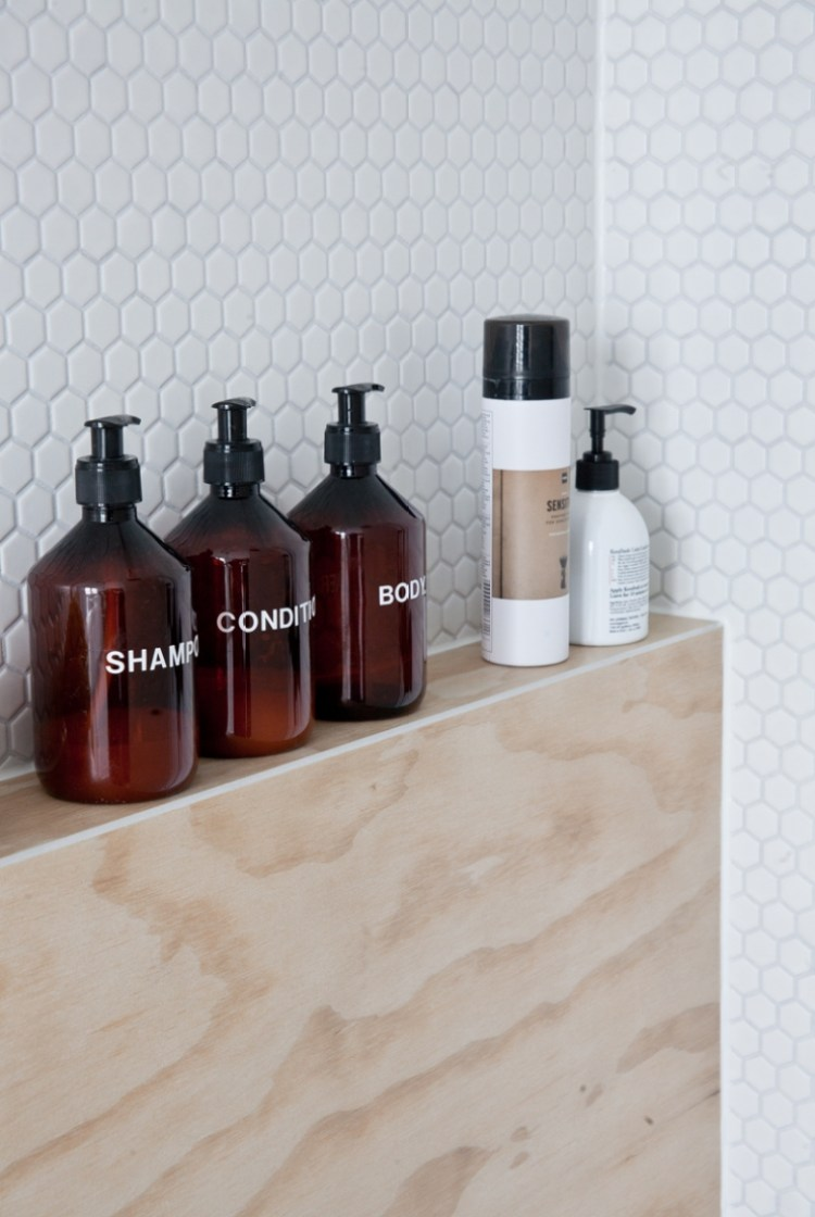 11 tips for a minimal clutter free bathroom diy home for Bathroom bottles