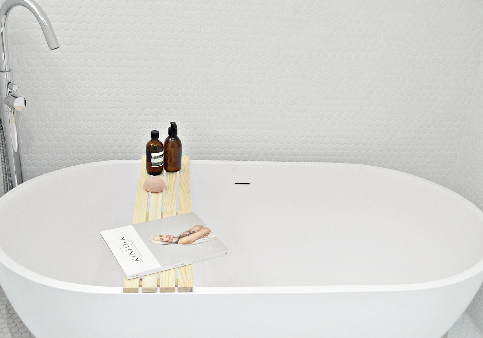 Make bathtimes better with this diy wood bathtub tray for Bathroom tray