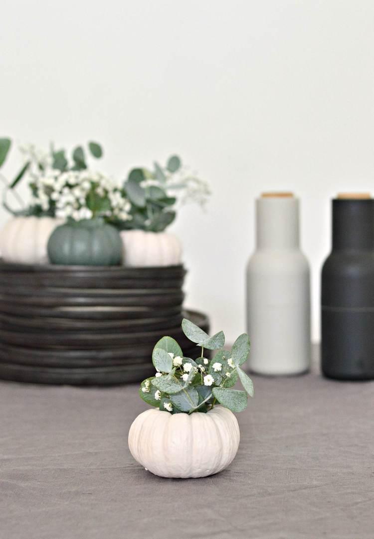 mini pumpkin decoration idea