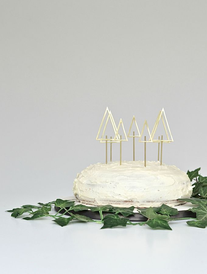 Simple and chic DIY Christmas tree cake toppers