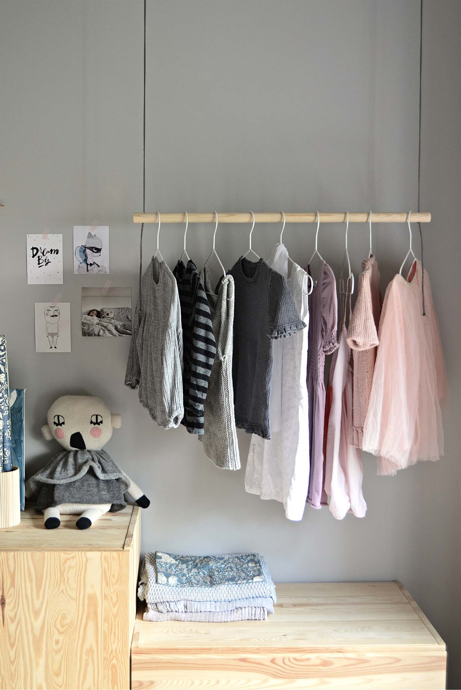 Hang On With This Diy Hanging Clothes Rack Diy Home Decor Your