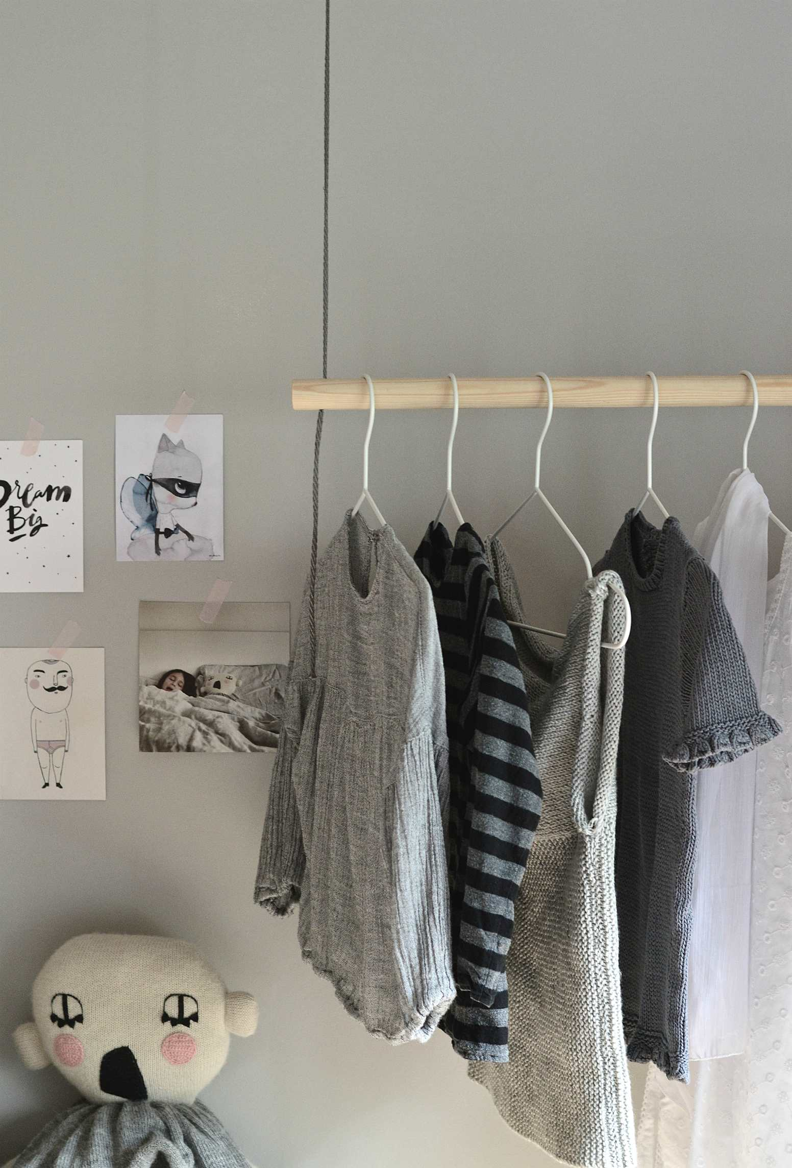 Hang On With This Diy Hanging Clothes Rack Diy Home