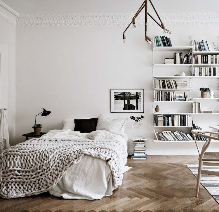 how to organise a cluttered bedroom