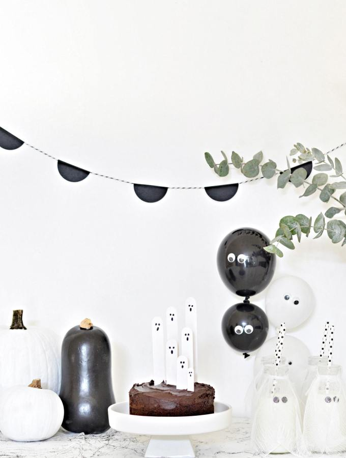 Cute black and white Halloween decorations (no creepies here!)