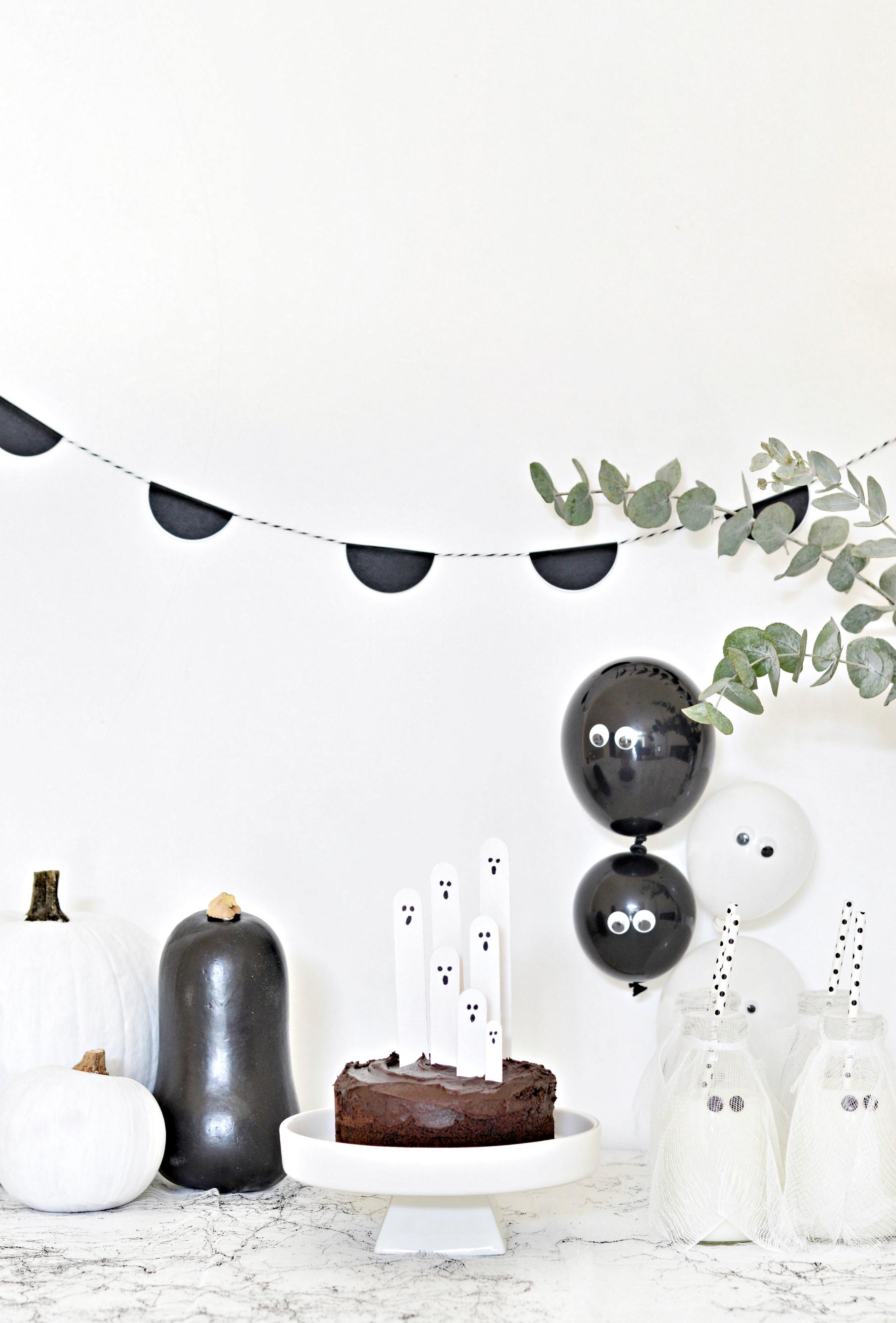 cute black and white halloween decorations (no creepies here!) - diy