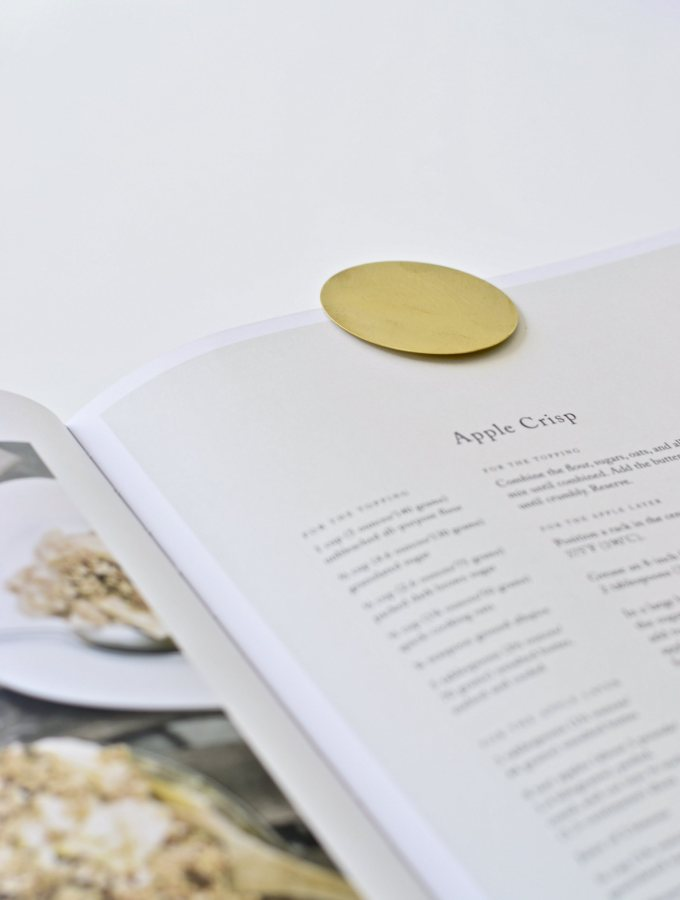 Make your own minimal brass bookmarks