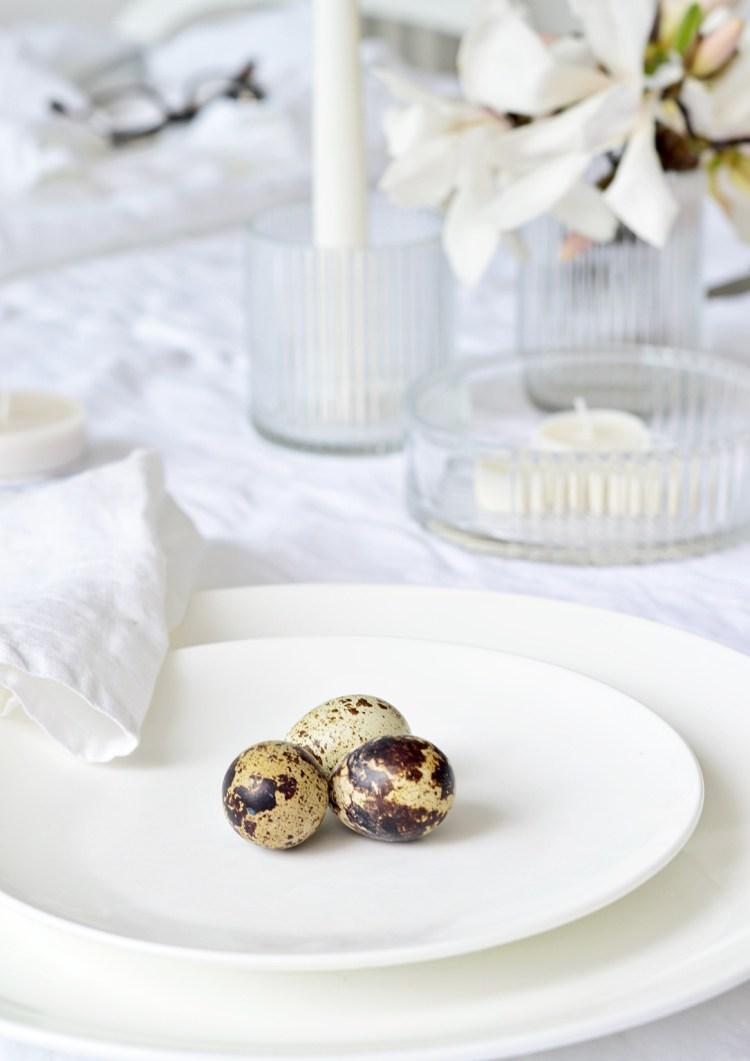 quails eggs table decor
