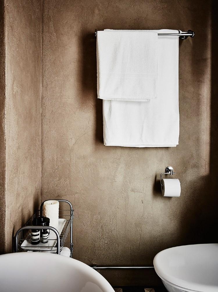 clay plaster walls bathroom