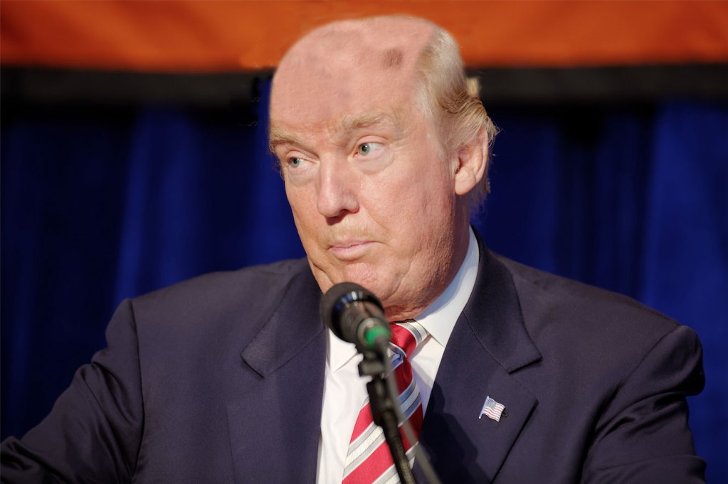Oblivious Trump goes about his morning without his hairpiece
