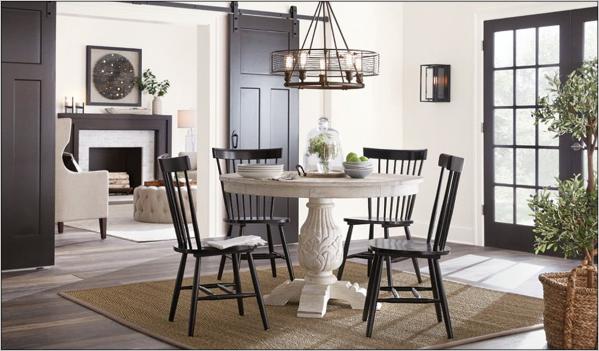 Valraven Dining Room Set