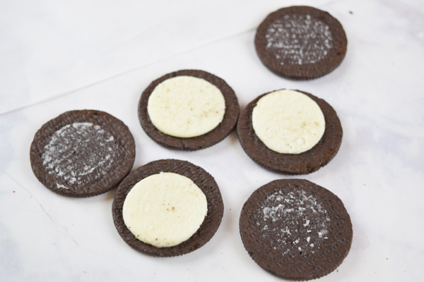 Solar Eclipse Cookies: Get ready for the Solar Eclipse 2017 with these fun cookies!