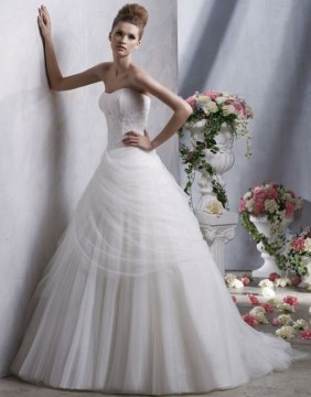 Beautiful Sweetheart Neckline Wedding Dresses For Summer 2