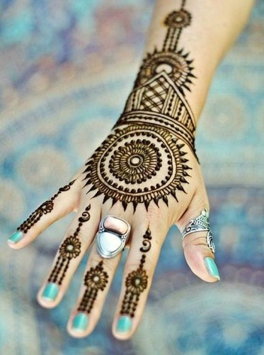 Fancy Mehndi Designs For Summer Season Weddings 9
