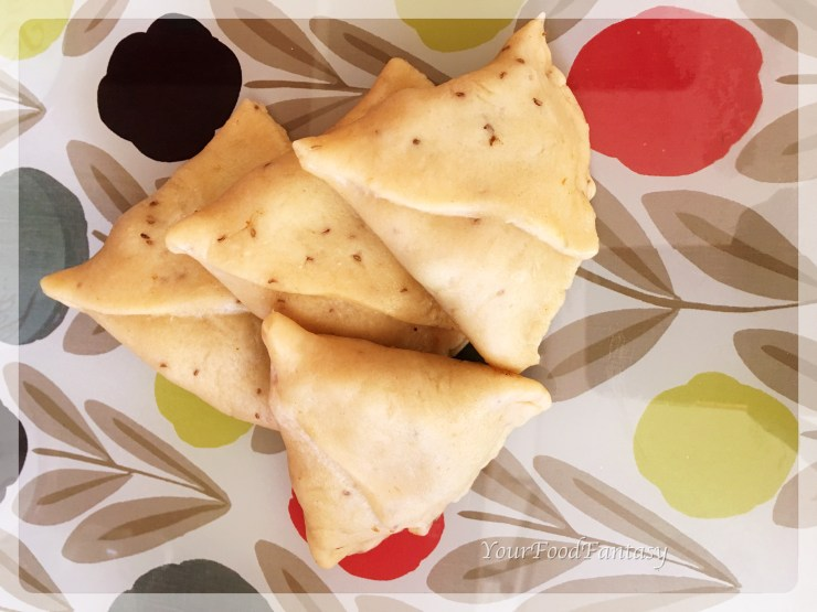 samosa ready to be fried| punjabi samosa recipe at yourfoodfantasy