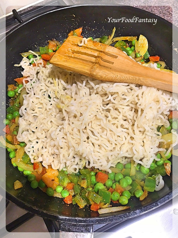 Mixing Maggi with Vegetables | Maggi Recipe | Your Food Fantasy