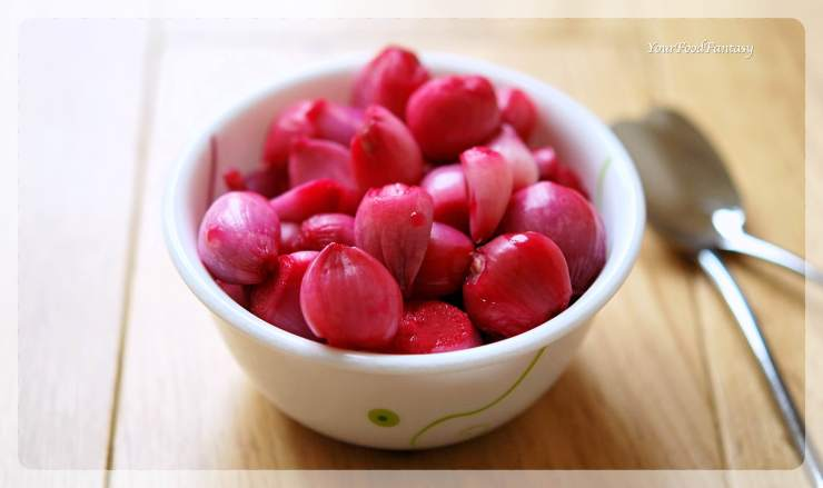 Red Pickled Onion Recipe   Sirke Wali Pyaz Recipe   YourFoodFantasy.com