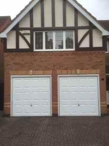 Two single retractable Georgian garage doors