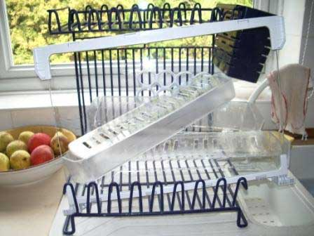 Top- Kitchen-Hygiene-Tips-cleaning-fridge