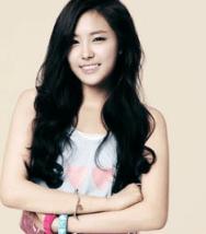 NAEUN (Lead Dancer, Vocals)