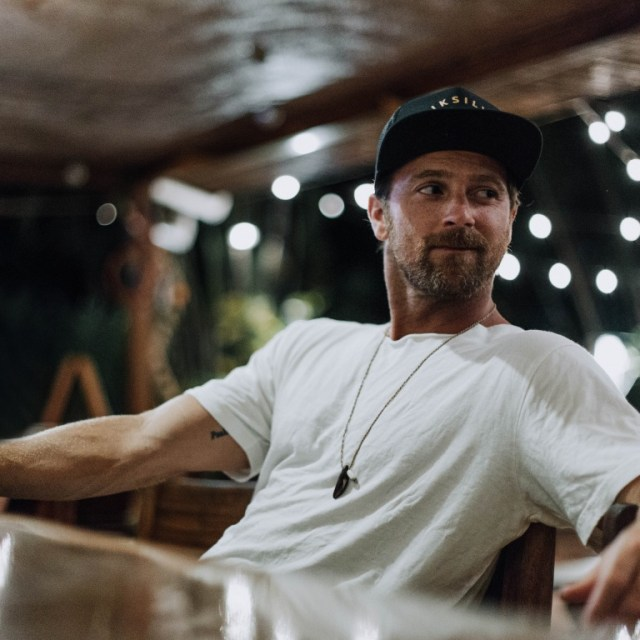 Kip Moore Returns From Much-Needed Vacation In Maui/Costa Rica
